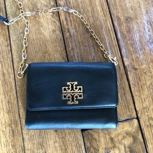 NWT Tory Burch Wallet in a Chain Crossbody purse